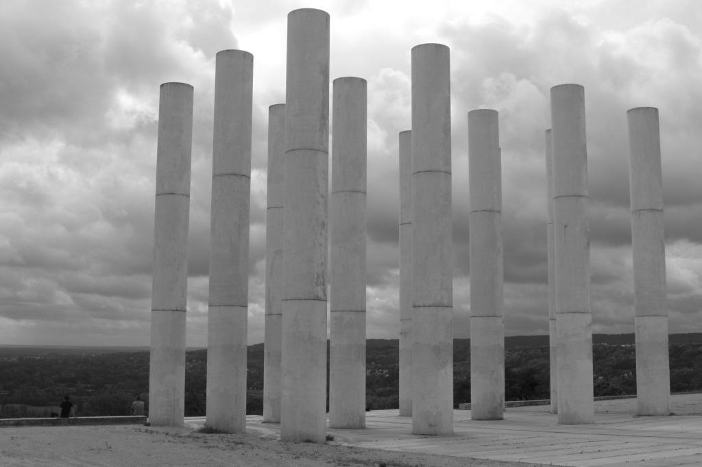 12 Säulen
